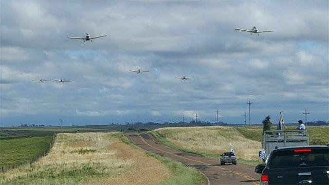 Protestas simultáneas de productores en varias rutas, incluso con avionetas
