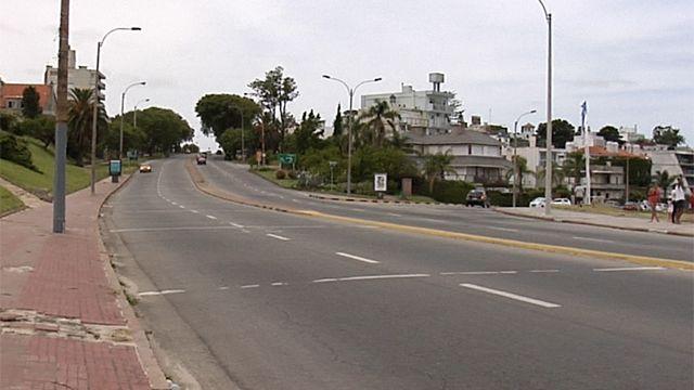 Atropelló a dos jóvenes en Punta Gorda y fugó, la Policía busca a un BMW