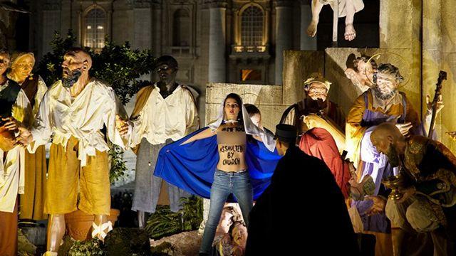 Activista de Femen con los senos al aire irrumpe en pesebre del Vaticano