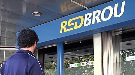 Dos peruanos detenidos por estafar a más de 50 clientes del Banco República