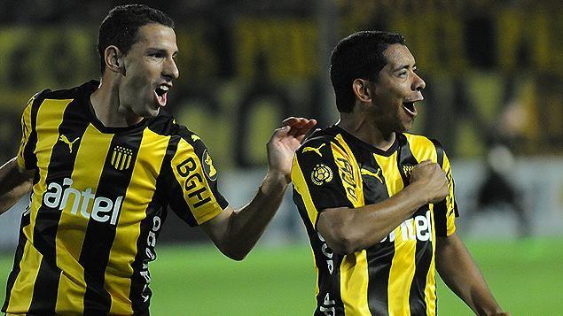 Peñarol le ganó a Defensor y afirmó su liderazgo en el Clausura