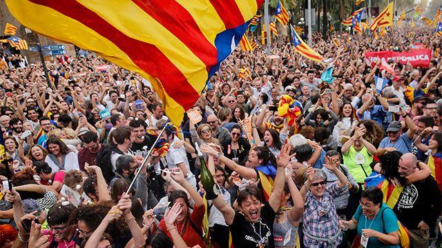 Parlamento catalán declaró su independencia y la creación de una República