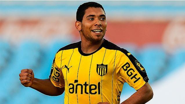 Con tres de Cristian Palacios, Peñarol goleó a Rampla y lidera el Clausura