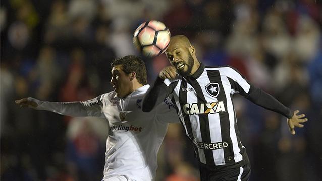 Nacional pierde 0-2 con Botafogo y se le pone cuesta arriba