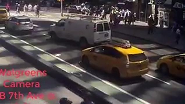Video: El momento en que ex militar atropella a una multitud en Time Square