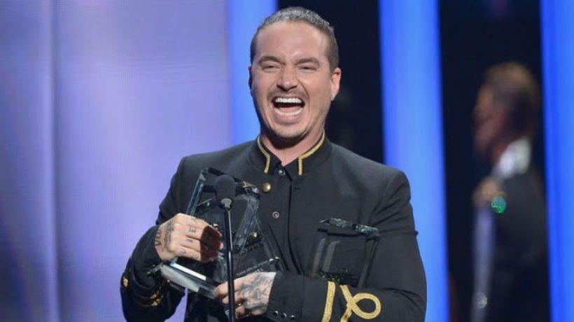 J. Balvin celebra sus premios Billboard y se presenta en Uruguay