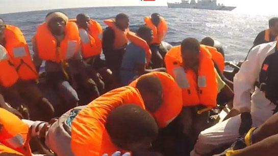 Justicia egipcia condena a 56 personas por naufragio de barco de migrantes