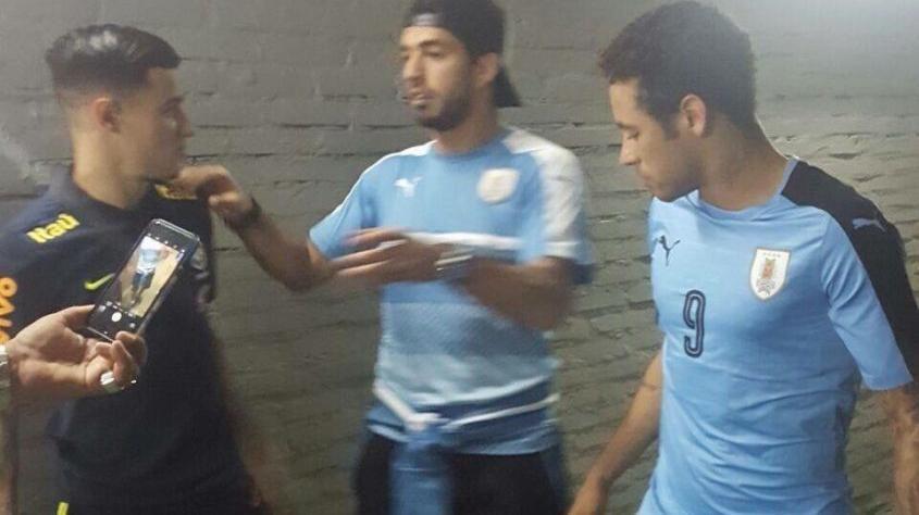 Suárez le regaló a Neymar su camiseta; ¡qué bien te queda la Celeste