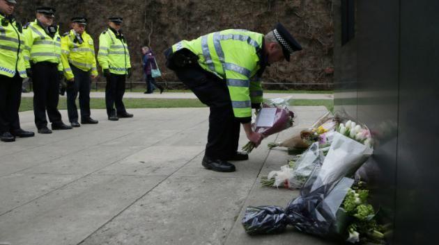 Silencio y muchos policías en Parlamento británico, convertido en santuario