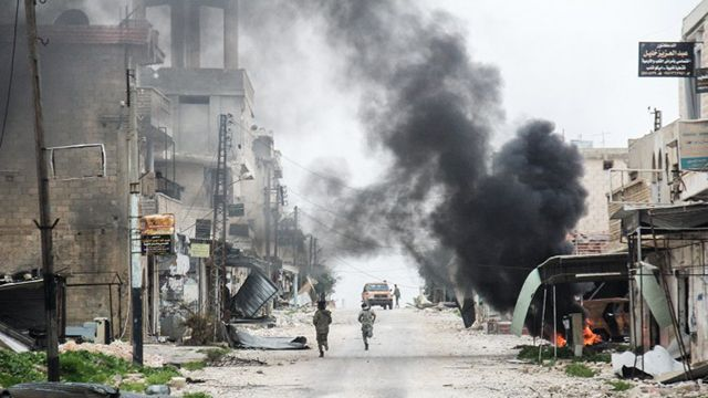Al menos 33 muertos en Siria en bombardeo a centro de refugiados