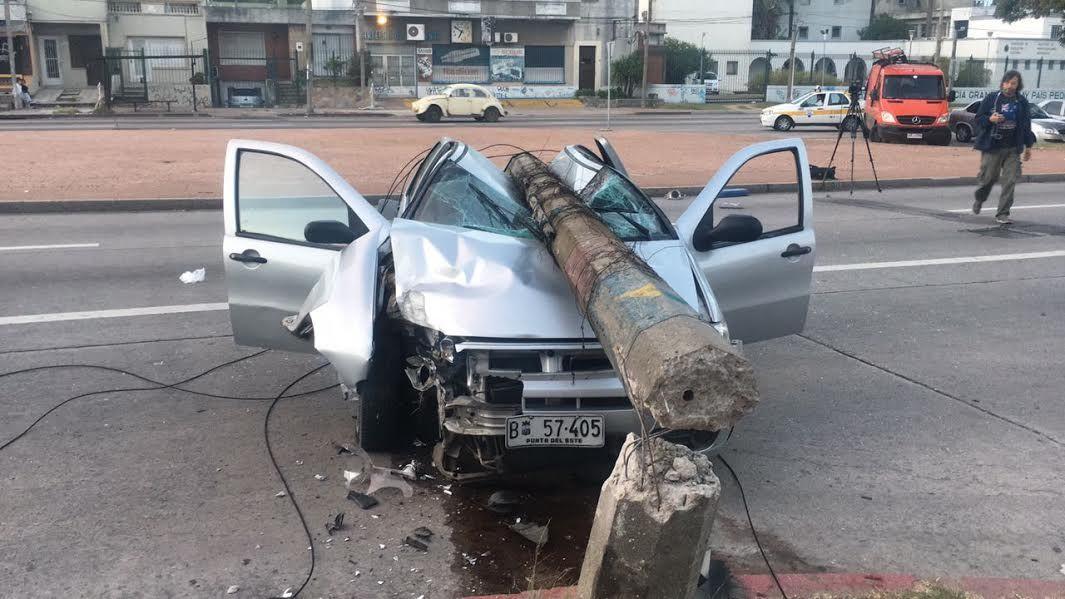Conductor se durmió al volante y chocó contra una columna en avenida Italia