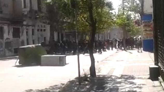 Protesta de radicales terminó con destrozos y quema de contenedores