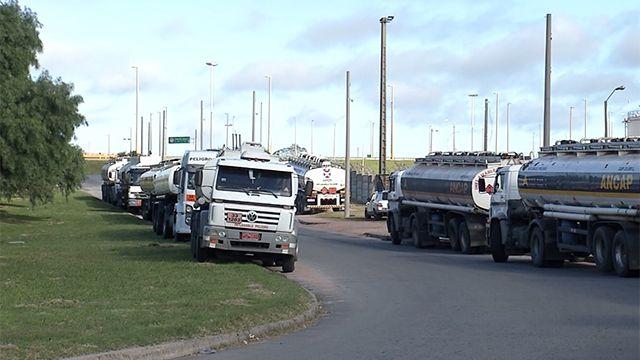 Este miércoles paran todas las ramas del transporte de carga en Uruguay