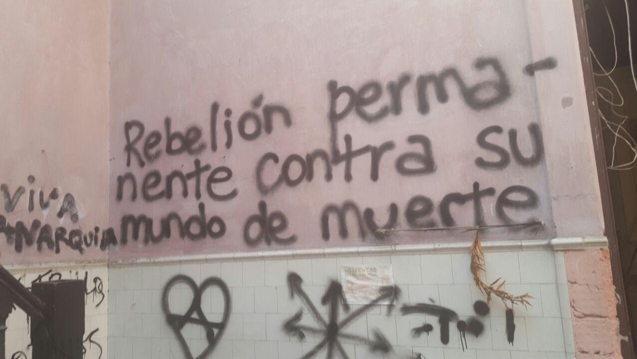 Así dejaron los anarquistas la casa que ocupaban en Fernández Crespo
