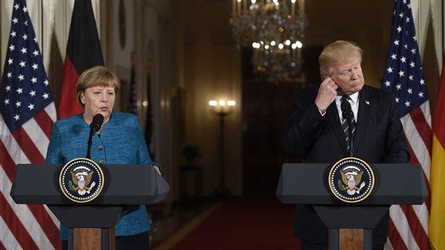 Momento incómodo: ¿Trump evita darle la mano a Angela Merkel?