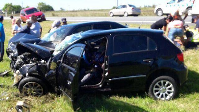 Dos fallecidos y dos heridos en choque frontal en Ruta 11