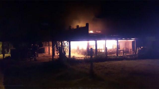Incendio destruyó por completo un popular restaurante de La Pedrera