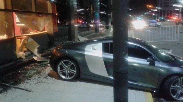 Chofer borracho se incrustó contra un hotel en Puerto Madero, Buenos Aires