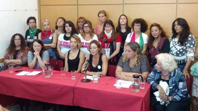 Denuncian brutalidad policial tras marcha de mujeres en Argentina