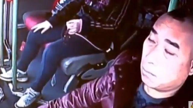 VIDEO: Chofer se quedó dormido y desató tragedia en China