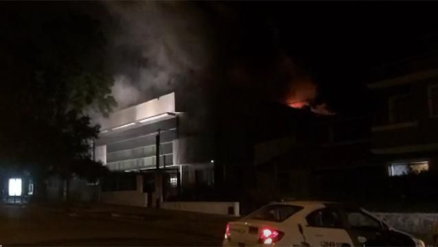 Se incendió local de la productora Metrópolis, frente al estadio Centenario