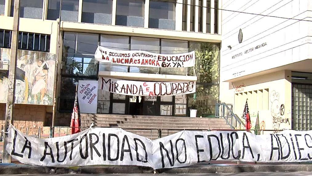 Ocuparán liceo de Colonia Nicolich y docentes del Miranda no inician clases