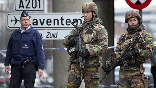 Acordonan un barrio en Bruselas tras hallazgo de bombas de gas en un coche