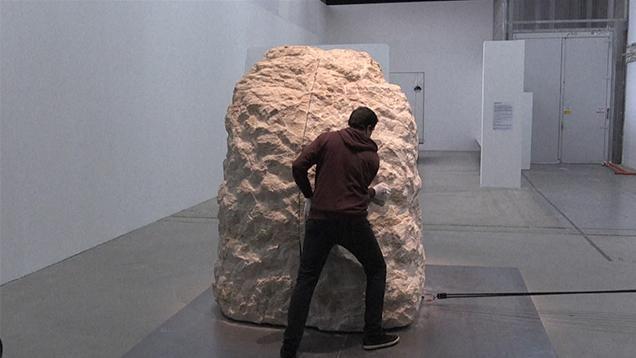 Un artista francés permaneció encerrado ocho días en una gran roca