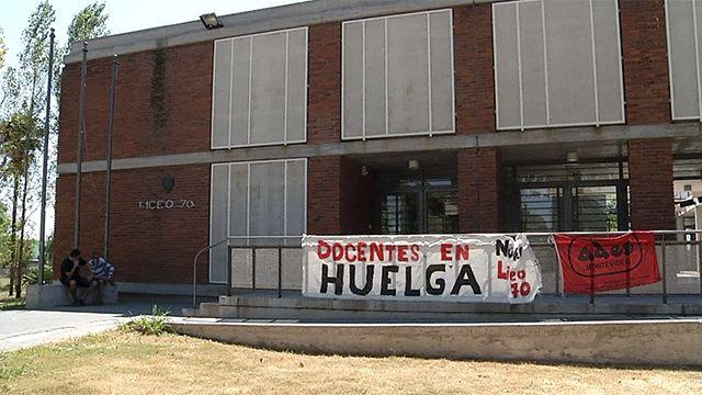 Docentes desocupan el liceo 70 del Cerro y las clases comienzan el lunes
