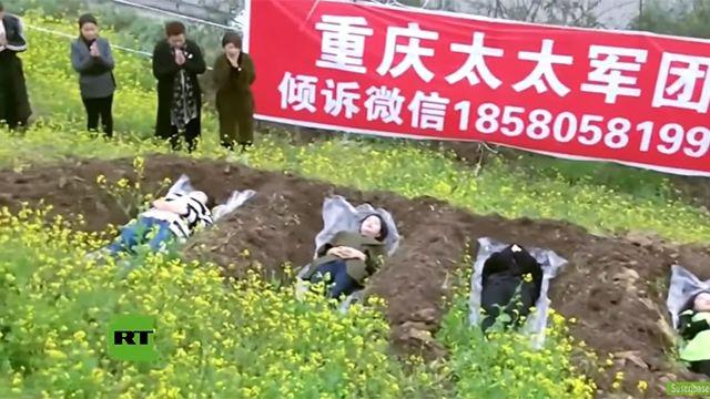 El motivo por el que algunas chinas divorciadas se acuestan en fosas