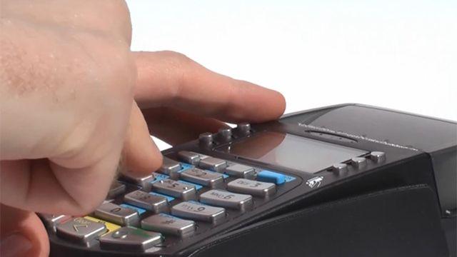 Mieres presenta proyecto de ley que regula aranceles de tarjetas de crédito