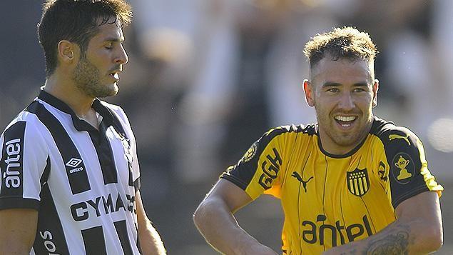 Peñarol goleó 4-0 a Wanderers en su visita al Parque Viera