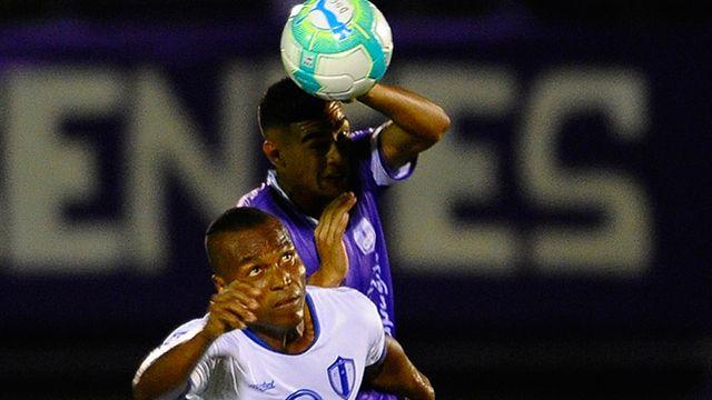 Defensor lidera tras ganar 2-1 a Juventud de las Piedras en el Franzini