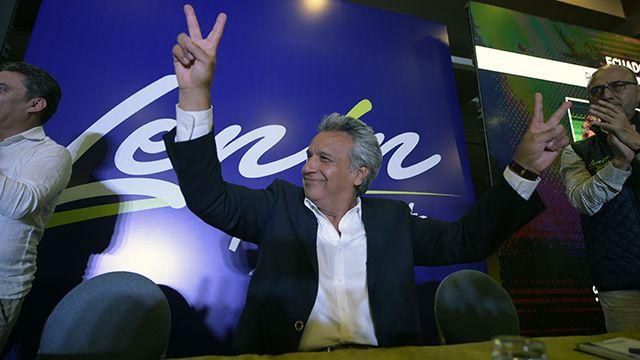 El oficialista Lenin Moreno encabeza la elección presidencial en Ecuador