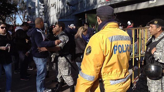 Clásico entre semana y de noche: Policía preocupada por salida del estadio