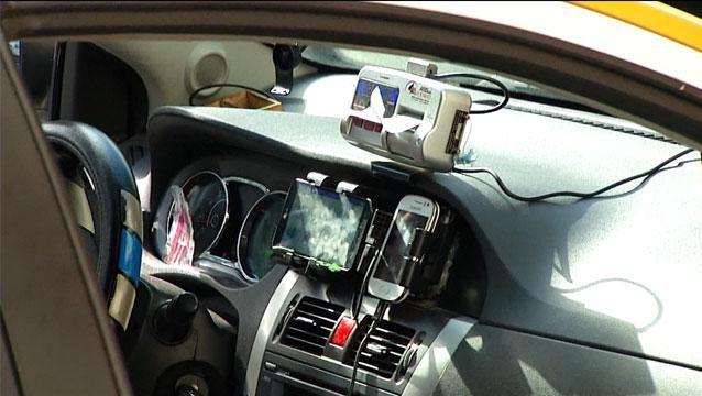 Puesta en práctica del pago electrónico en los taxis se posterga para marzo