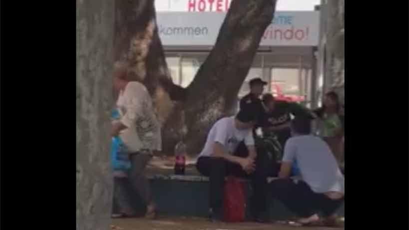 Policías tomados a golpes de puño en medio de un procedimiento en el Chuy