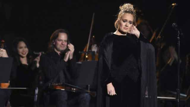 Adele se equivocó durante el homenaje a George Michael y tuvo que volver a empezar