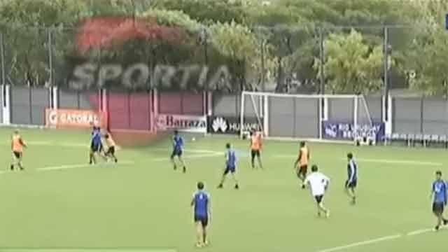Escándalo en Boca: jugadores a las piñas en plena práctica