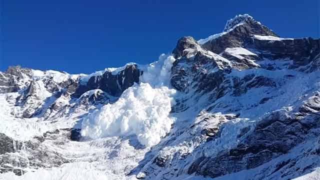 Al menos 4 turistas muertos en una avalancha en los Alpes franceses