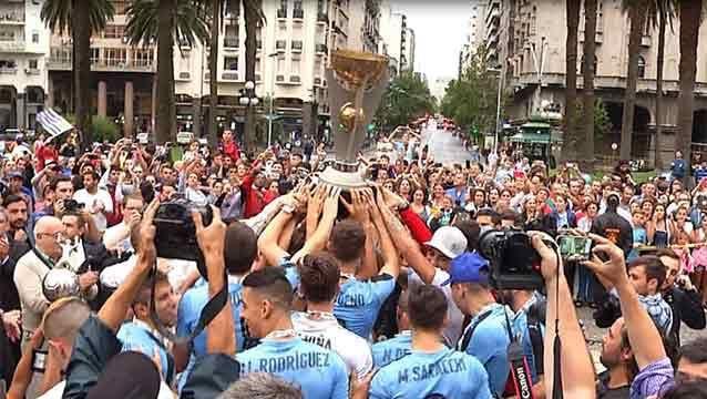 Así fue el festejo de los campeones en la AUF y en 18 de Julio