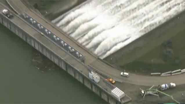 Más de 200.000 evacuados al norte de California por represa en riesgo