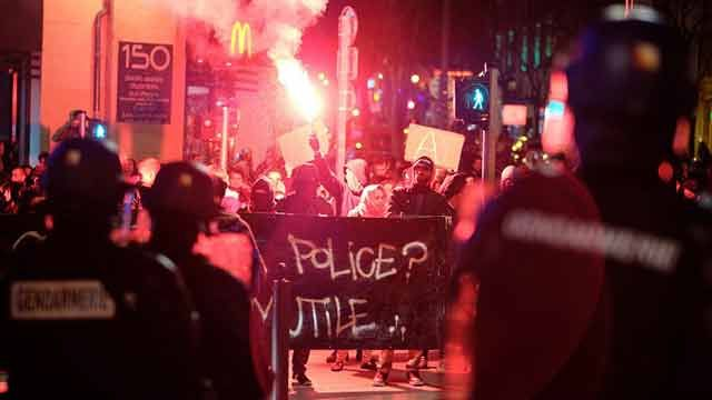 37 detenidos en Francia en protesta por violación policial a joven negro
