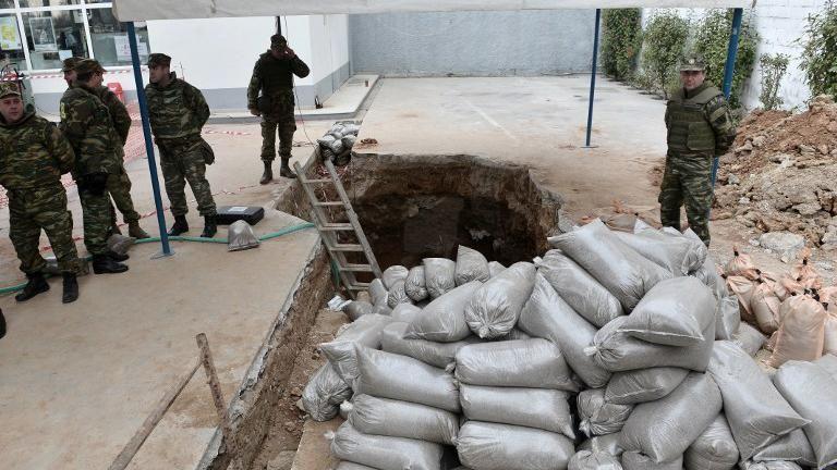 Evacúan 70.000 personas en Grecia para desactivar bomba de Segunda Guerra