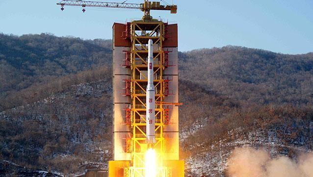 Corea del Norte disparó un misil balístico y encendió todas las alarmas