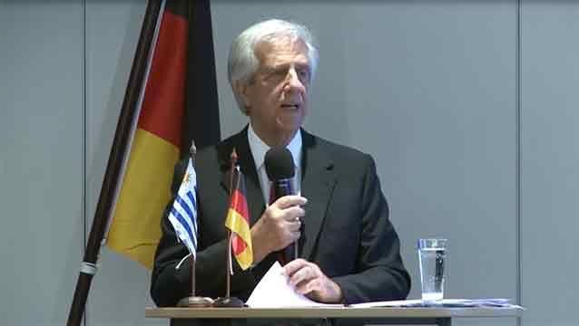 Vázquez expuso en Alemania logros de su política contra el tabaco