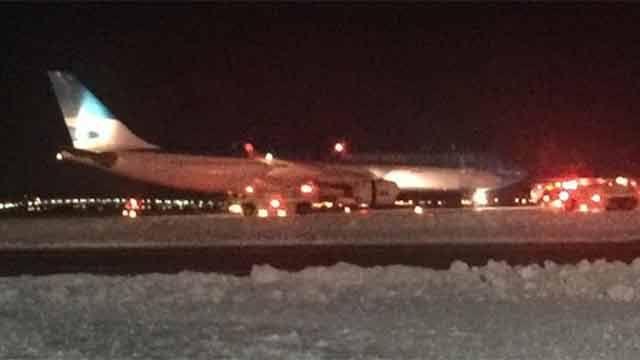Fuego en avión de Aerolíneas Argentinas cuando estaba por despegar de NYC