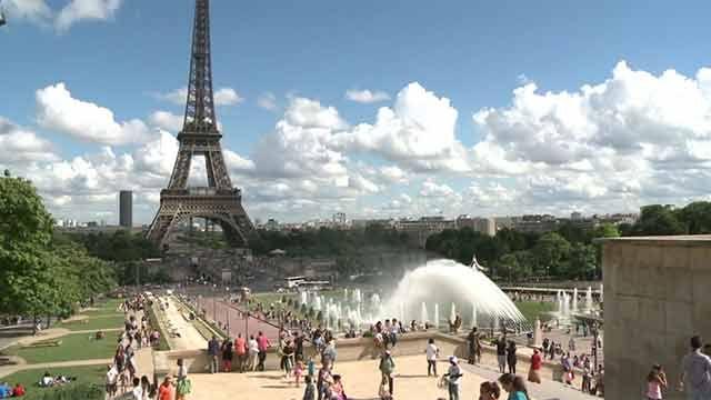 Instalarán un muro de cristal antibalas en la Torre Eiffel por seguridad