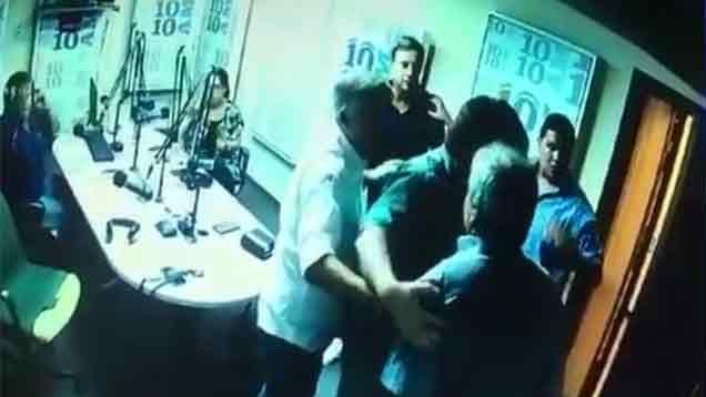 """Julio Ríos denunció que """"el Pato Celeste"""" entró a la radio y lo amenazó"""