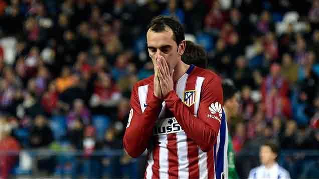 Godín pidió el cambio y salió lesionado en la revancha ante Barcelona